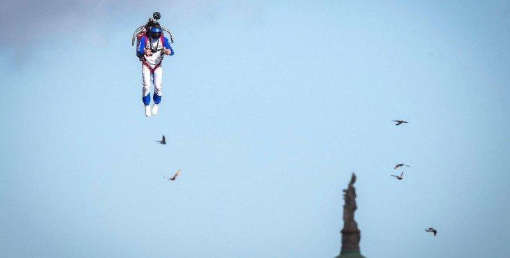 Мужчина с реактивным ранцем пролетел над Дублином
