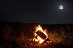 Величественный бог луны и огня обитает среди людей и дарит им свет (Фото: Matthias G. Ziegler, Shutterstock)