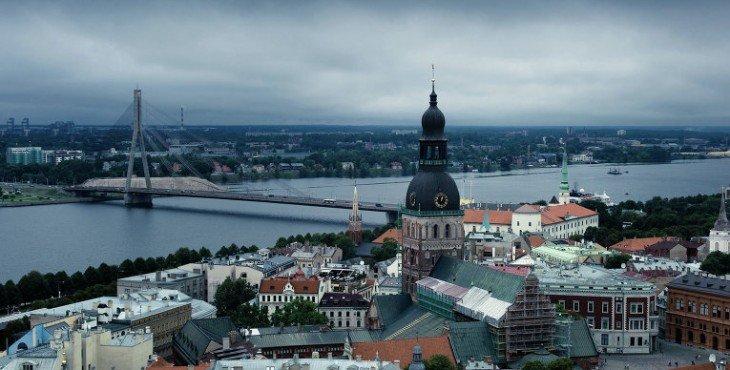 Латвия хочет еще денег