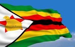 Флаг Республики Зимбабве (Фото: AntonSokolov, Shutterstock)