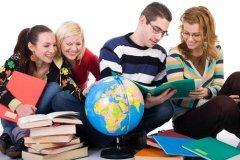 Благодаря книге, прежде всего, мы получаем доступ к знаниям, идеям (Фото: Svemir, Shutterstock)