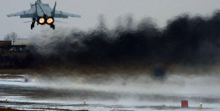 российский самолет перехватил американский