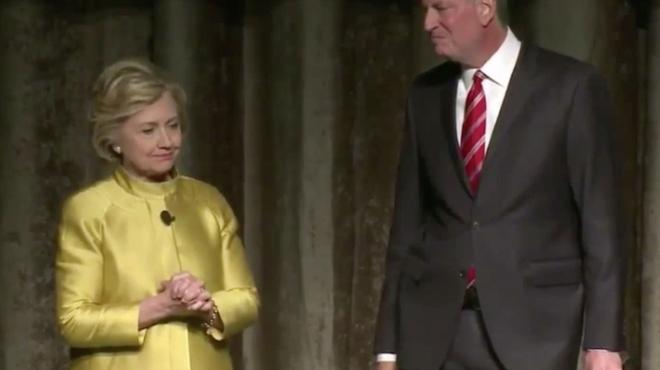 такая неловкая ситуация для Клинтон