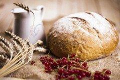 Сегодня нужно задобрить домового — угостить хлебом и молоком (Фото: Sebastian Duda, Shutterstock)