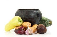 Было принято делить все запасы овощей на две части (Фото: Laborant, Shutterstock)