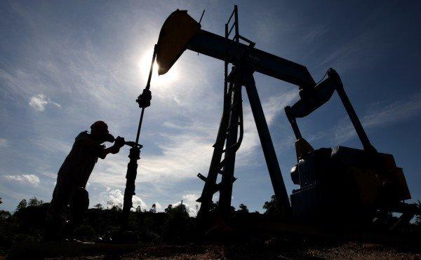 Цены нанефть начали резко расти — рубль немного подрос