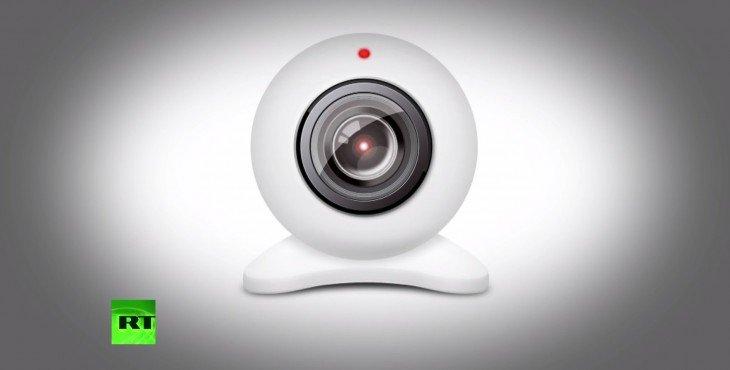 Директор ФБР заклеивает веб-камеру на ноутбуке для защиты от слежки