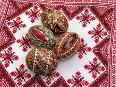 Пасхальная традиция красить яйца пришла к нам от древних славян (Фото: Radu Razvan, Shutterstock)