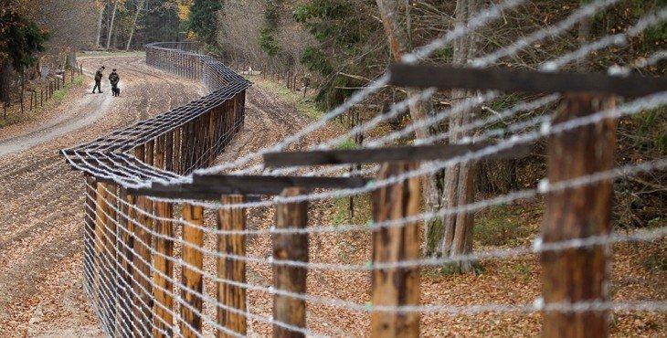 Латвия строит стену на границе с РФ из-за угрозы беженцев