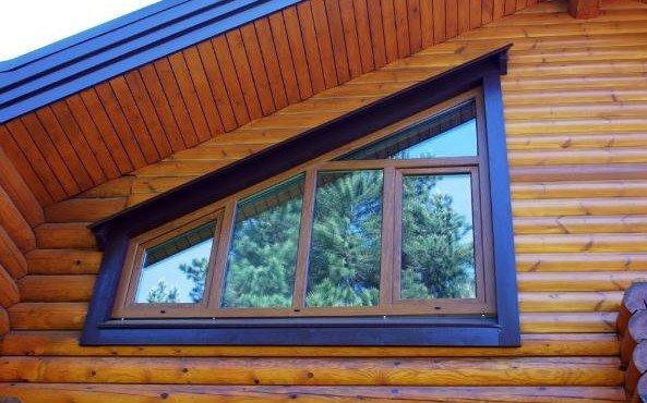 derevyannye-okna-v-derevyannom-dome