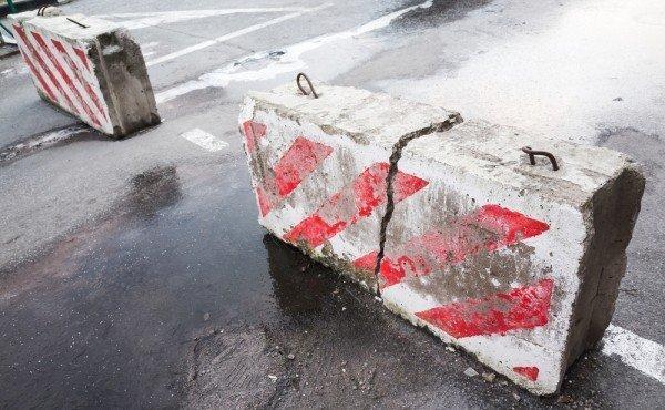 ukraina-demontiruet-barrikady-749-4554652