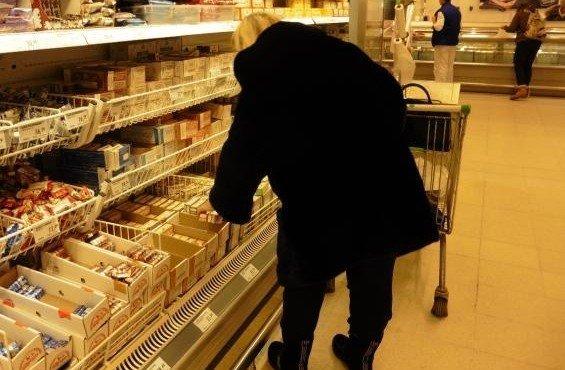 zhenshchina-v-supermarkete
