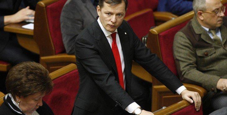 Спецназ и прокуратура Украины ломают двери в дом Ляшко