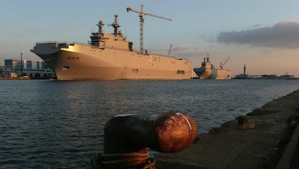 Во Франции минитгуют против передачи вертолетоносцев Египту