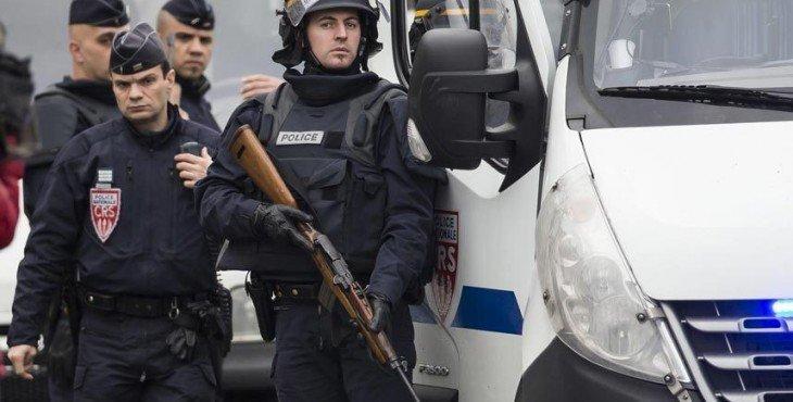 к российским болельщикам ворвалась полиция