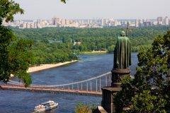 В этот день в 1996 году была принята новая Конституция Украины — первая Конституция независимого украинского государства (Фото: Andy Z., Shutterstock)