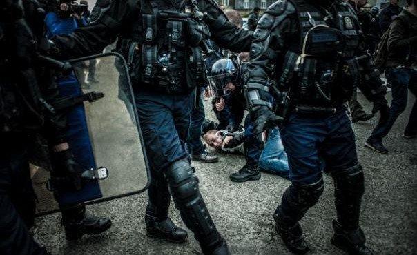 politsiya-marselya-razognala-200-pyanykh-anglijskikh-bolelshchikov-sle