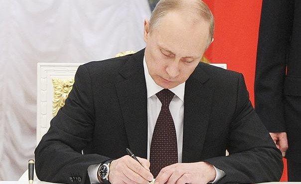 putin-podpisal-zakon-o-povyshenii-minimalnoj-oplaty-truda-v-rf