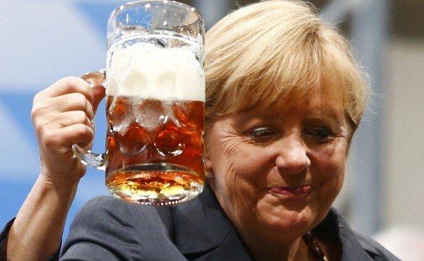 Меркель призвала беженцев уважать традиции ФРГ