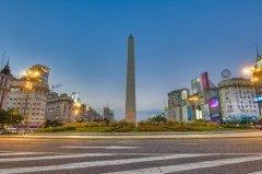 Обелиск на авеню 9 июля, знаменитый символ Аргентины (Фото: Anibal Trejo, Shutterstock)
