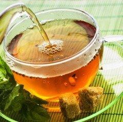 По вечерам собирались и заваривали душистые чаи на травах (Фото: Subbotina Anna, Shutterstock)