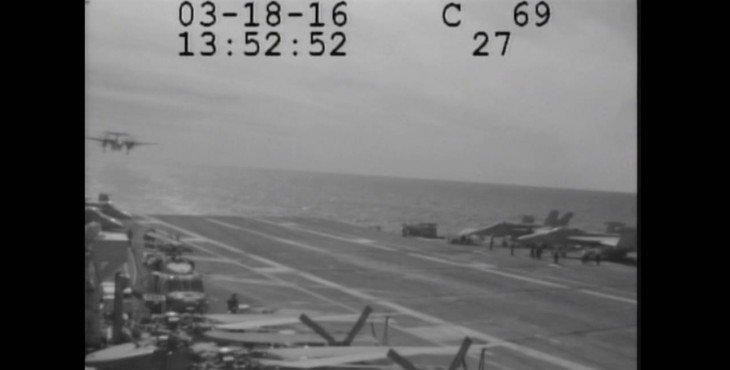 Самолёт сорвался с палубы авианосца во время посадки: видео