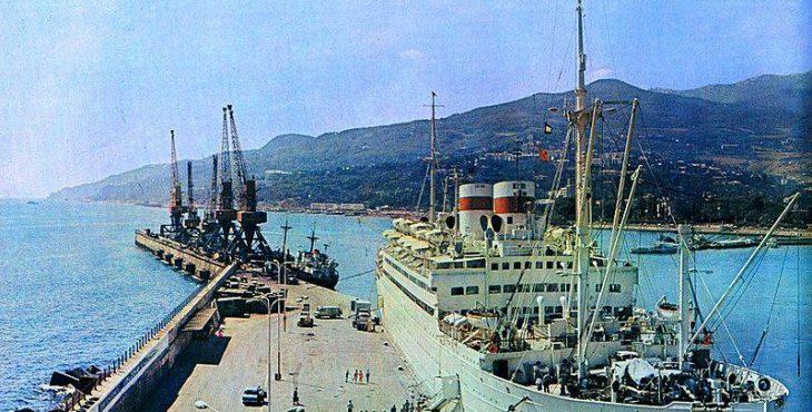 1472591335_admiral_nakhimov_at_yalta_port_1977