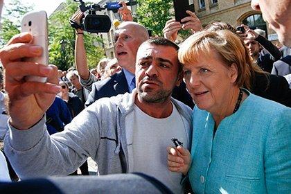 Ангела Меркель несвязывает распространение терроризма вФРГ сбеженцами