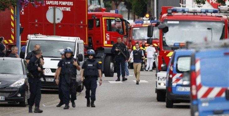В Париже исламисты подожгли автобус