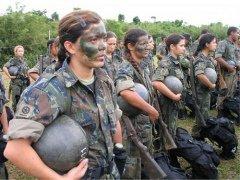 Женщины-солдаты в армии Бразилии