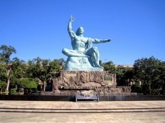 У монумента Статуя мира в Нагасаки в этот день проходят главные памятные мероприятия (Фото: Paolo Gianti, Shutterstock