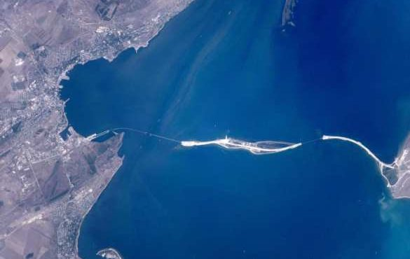 Вид на Крымский мост из космоса