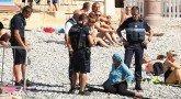 полицейские в Ницце заставили мусульманку раздеться