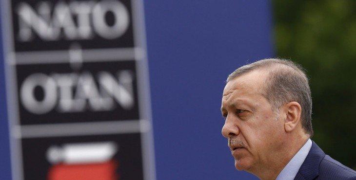 Эрдоган угрожает выходом из НАТО