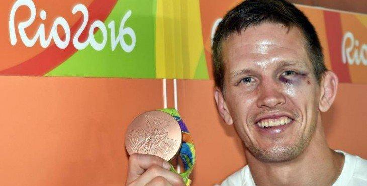 Бронзового призера Олимпиады в Рио по дзюдо избил бразильский хулиган