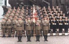 На главной площади Варшавы проходит военный парад