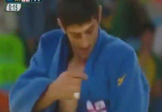 Олимпиада-2016: Грузинский спортсмен символично отпраздновал победу над россиянином