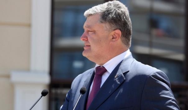 Порошенко рассказал, чем украинские десантники отличаются от российских