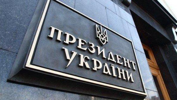 savchenko-vyshla-na-miting-k-zdaniyu-administratsii-poroshenko