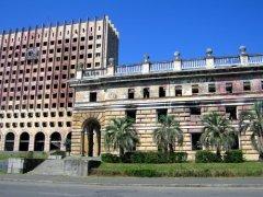 Разрушенное правительственное здание (г. Сухум, Абхазия)