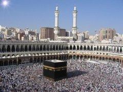 Мусульмане после коллективных намазов читают такбир под названием такбир Ташрик (Фото: ayazad, Shutterstock)
