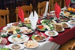 В этот день было принято накрывать богатые столы и устраивать пиры (Фото: Anatoliy Kosolapov, Shutterstock)