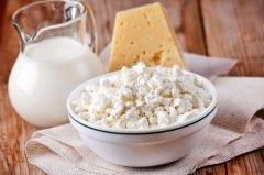На стол в этот день было принято ставить блюда из козьего молока — тот же сыр или творог (Фото: Shebeko, Shutterstock)