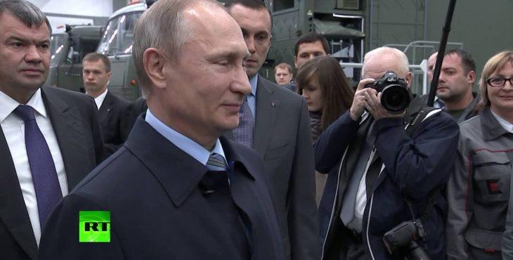 — Ты чё такой серьёзный? Путин пошутил с «серьезным» сотрудником «Калашникова» Видео