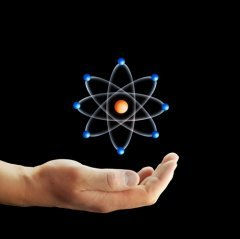 Человек стремится управлять атомной энергией разумно (Фото: Triff, Shutterstock)