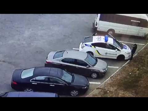 Расстрел полицейских на Украине попал на видео