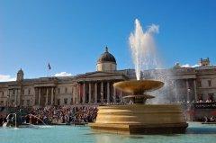 На Трафальгарской площади в день праздника всегда многолюдно (Фото: kmiragaya, Shutterstock)