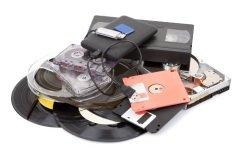 Аудиовизуальные документы стали дополнением к традиционным письменным носителям (Фото: SeDmi, Shutterstock)