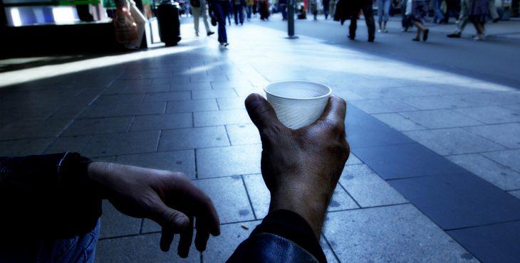 почти четверть жителей ЕС на грани бедности