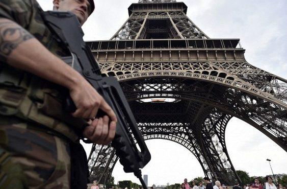 Во Франции создают Национальную гвардию